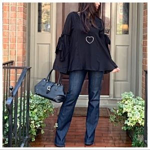 Tops - ✨LAST ONE ✨Black gorgeous bell sleeves tunic top